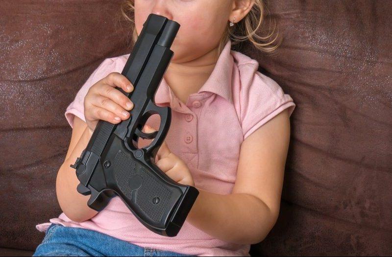 Niño de 4 años se dispara con un arma en la cabeza y muere en Carolina del Norte