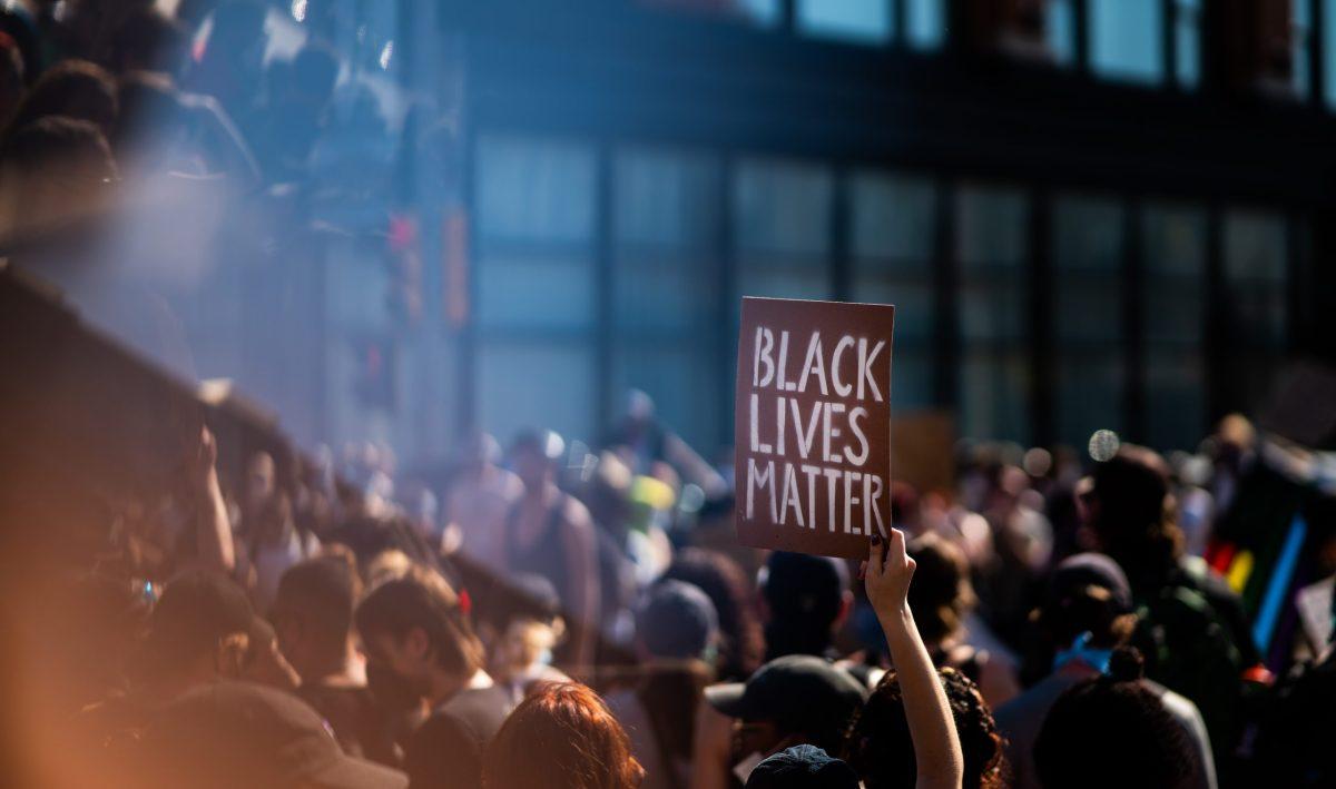 El mural de Black Lives Matter desfigurado después de un día