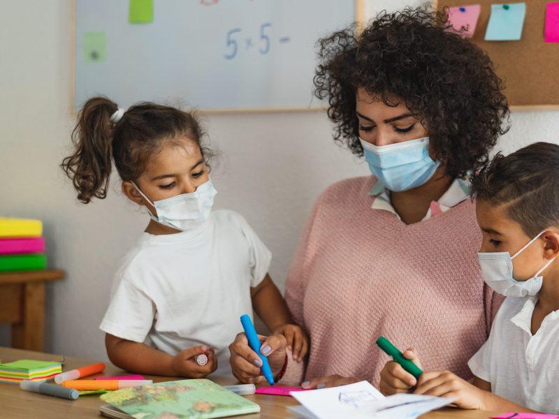 El Distrito Escolar de Charlotte-Mecklenburg requerirá el uso de mascarillas para empezar el nuevo año escolar. © Alessandro Biascioli / Adobe Stock