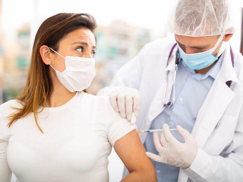 La Coalición Latinoamericana y Atrium Health realizarán una serie de eventos de vacunación contra COVID cada martes hasta finales de septiembre. © JackF / Adobe Stock