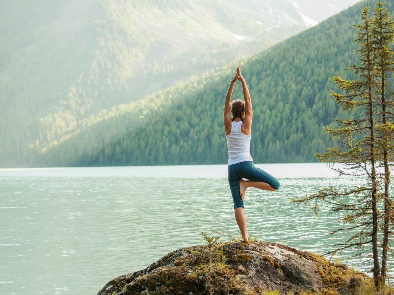 El Centro Nacional de Whitewater ofrecerá sesiones de yoga gratuitas todos los días hasta septiembre en el South Ridge del Centro.