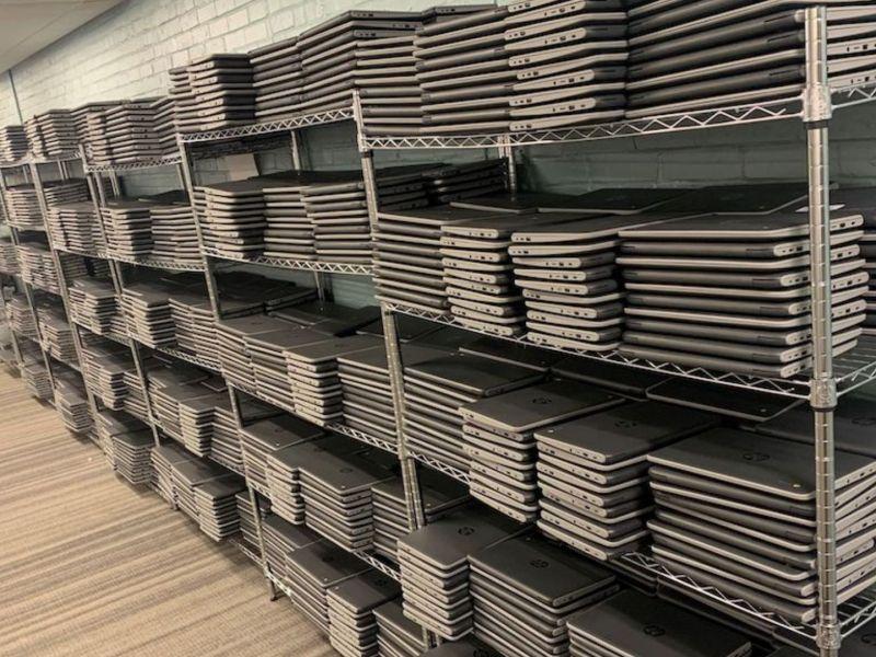 Bank of America entrega 10,000 Chromebooks a estudiantes de Charlotte