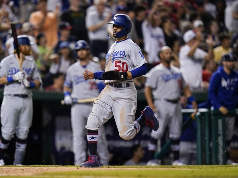 Dodgers visitan Casa Blanca, Joe Kelly vistió de mariachi