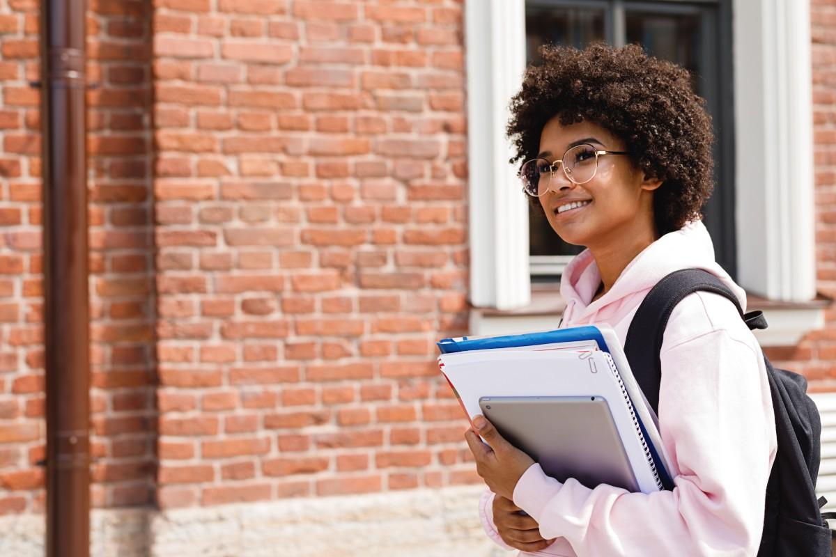 Eliminan la deuda estudiantil de 2,500 estudiantes de Carolina del Sur