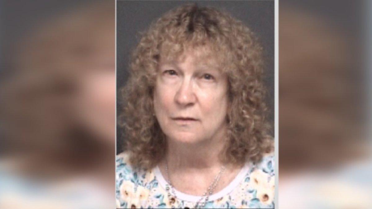 JoAnn Burkey acusada por hacerse pasar como miembro de ejercito y de estafar a alguien por $7000
