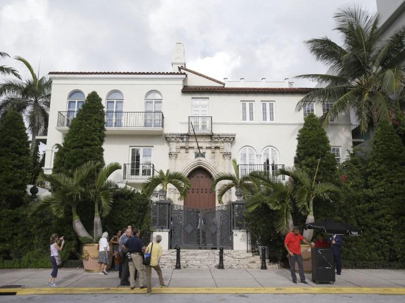 Muertes en antigua mansión de Versace fueron suicidios