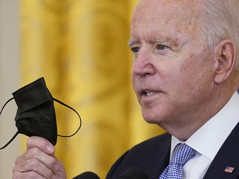 Pentágono ordena a militares acatar normas de vacunación de Biden