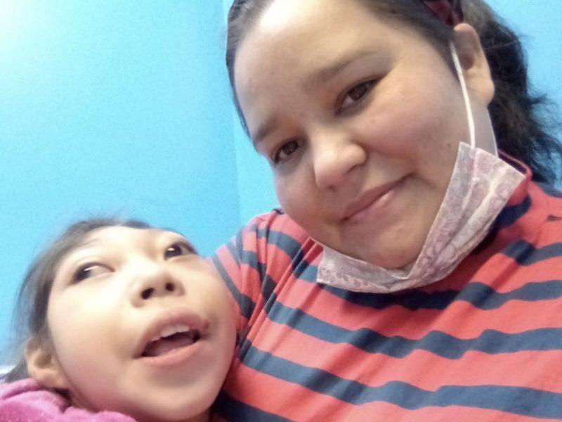 Madre soltera llega a Carolina del Norte de Honduras buscando ayuda médica para su hija de diez años
