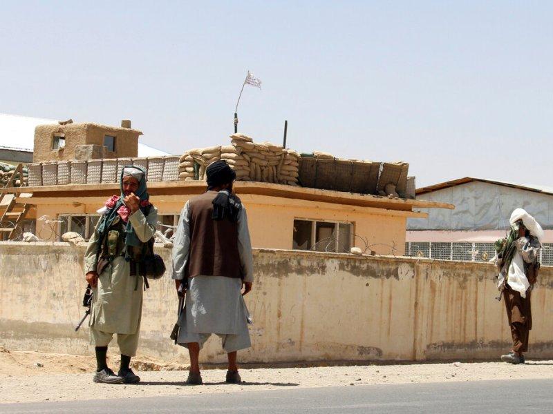 Biden defiende decisión de abandonar Afganistán, culpa a gobierno afgano de avance Taliban