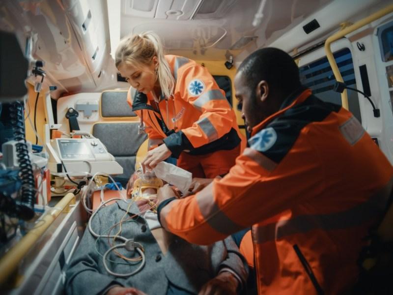 COVID-19 afecta a los trabajadores de servicios médicos de emergencia en Carolina del Norte