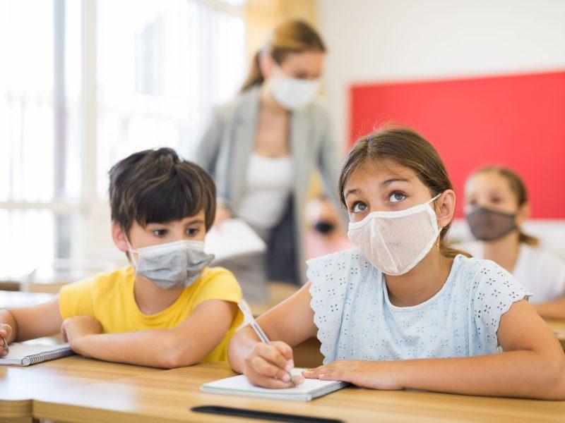 El distrito de Escuelas del Condado de Wake está considerando nuevos protocolos más estrictos para prevenir brotes de COVID-19 este año lectivo. © JackF / Adobe Stock