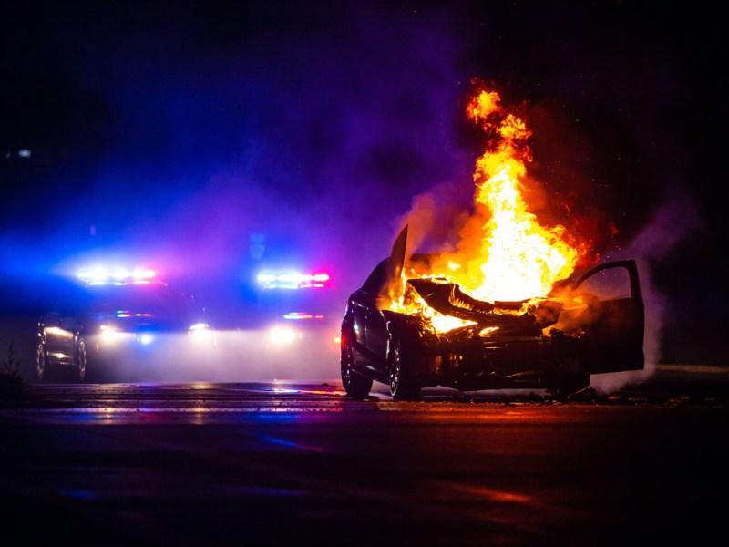 Incendian vehículo policial en Greensboro