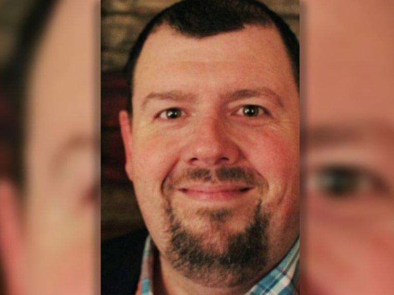 Republicano de Texas, Scott Apley muere cinco días después de publicar un meme en Facebook sobre vacunas que no funcionan.
