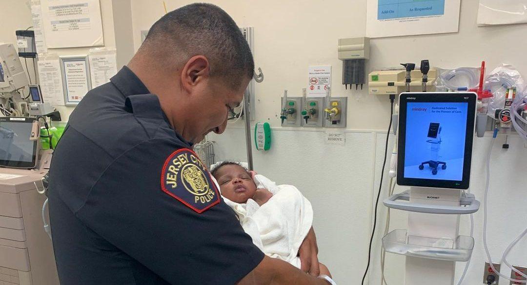 policía bebé segundo piso