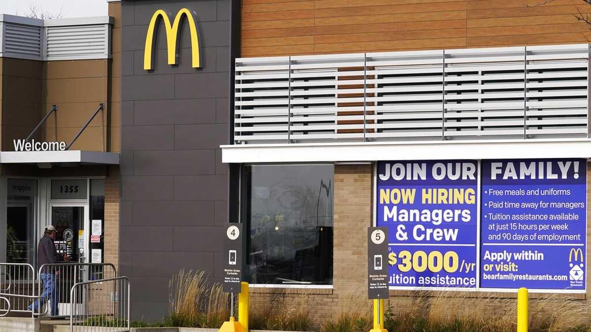 McDonalds-Contrata-jóvenes-escasez-personal