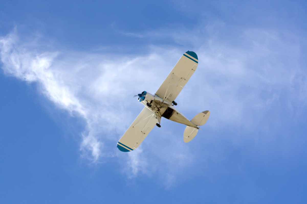 Se estrella avioneta sobre tendido eléctrico en California