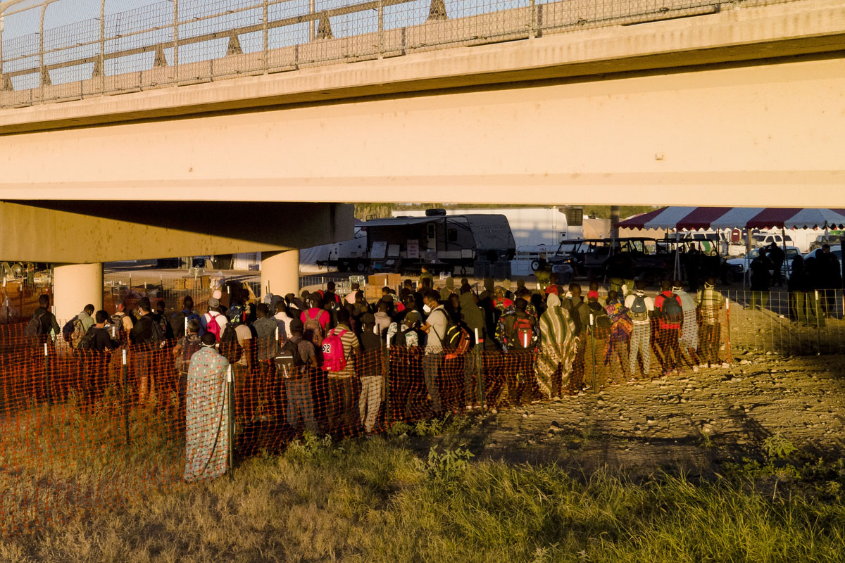 Texas: reabren paso en Del Río tras crisis de migrantes haitianos