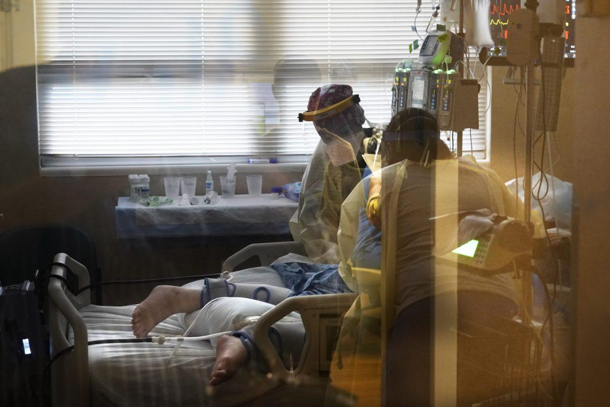 casos-y-muertes-por-covid-19-aumentan-a-niveles-de-invierno-en-estados-unidos