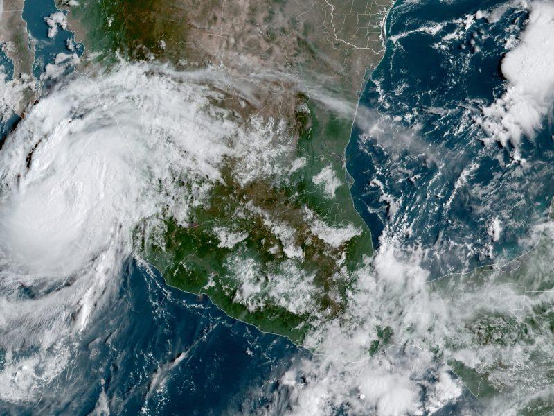 huracan-olaf-va-hacia-centro-turistico-mexicano-de-los-cabos