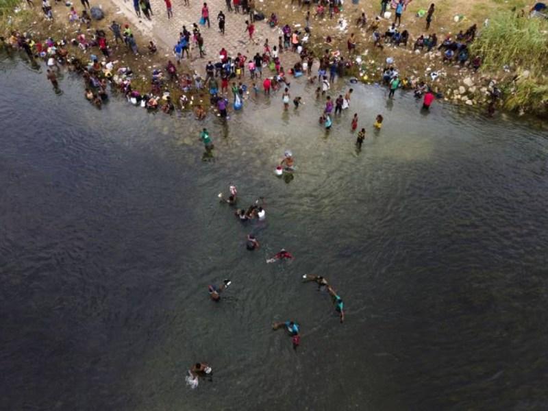 migrantes WhatsApp Facebook Texas