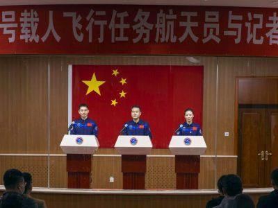 china mujer espacio misión