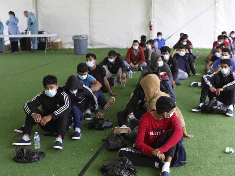 Autoridades detienen migrantes niños
