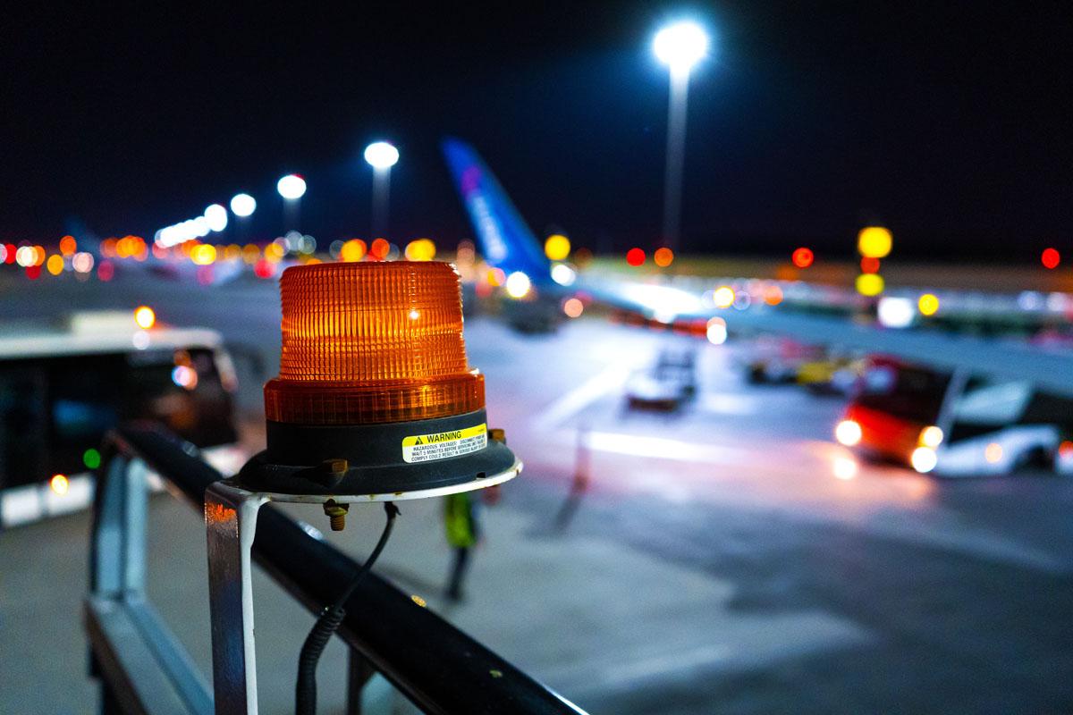 Avión hizo aterrizaje de emergencia en aeropuerto de LaGuardia por conducta de pasajero