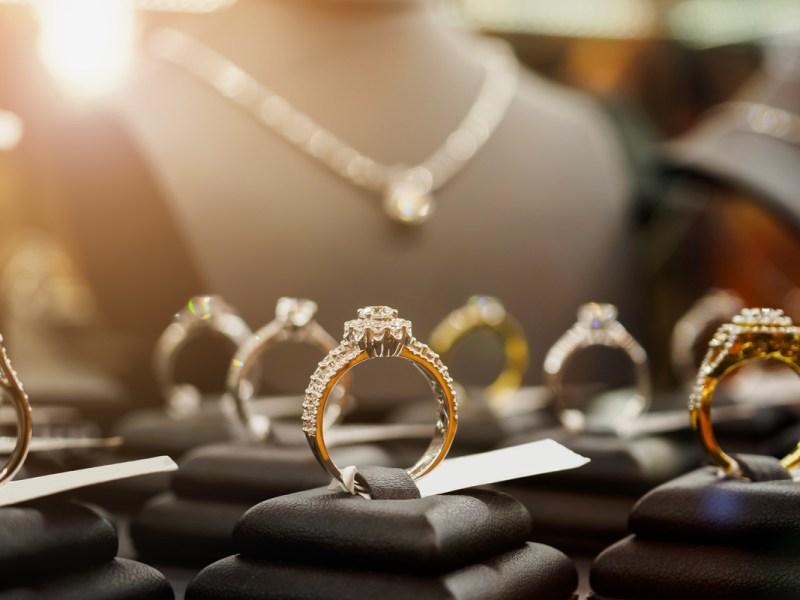 Compran joyería de Carolina del Norte por $490 millones
