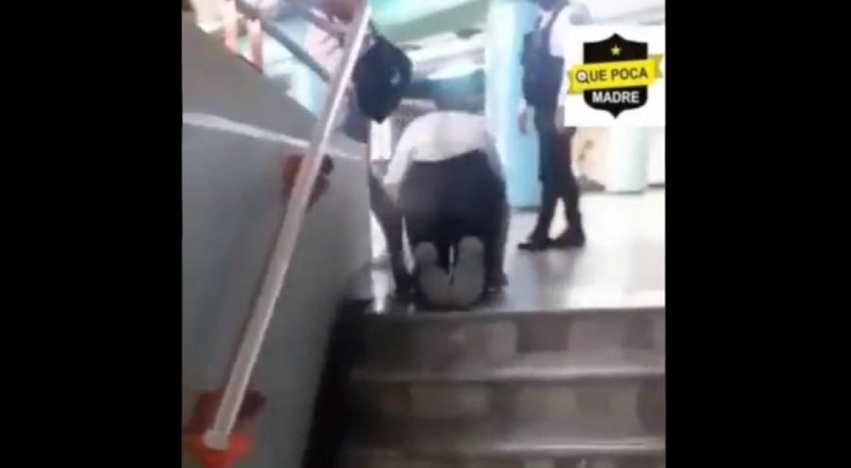 Discapacitado latino caminando descubierto