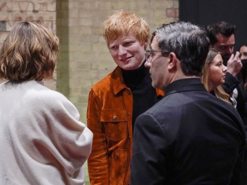 Ed Sheeran anuncia que tiene COVID-19