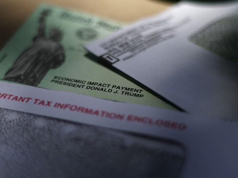 Fraudes cheques ayuda California