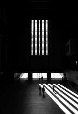 interior-de-estacion-de-en-tren-en-claroscuro-001