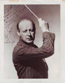 Eugene Goossens dirigiendo