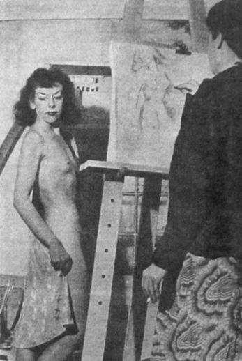 Norton posando para su colega, la artista Selina Muller.