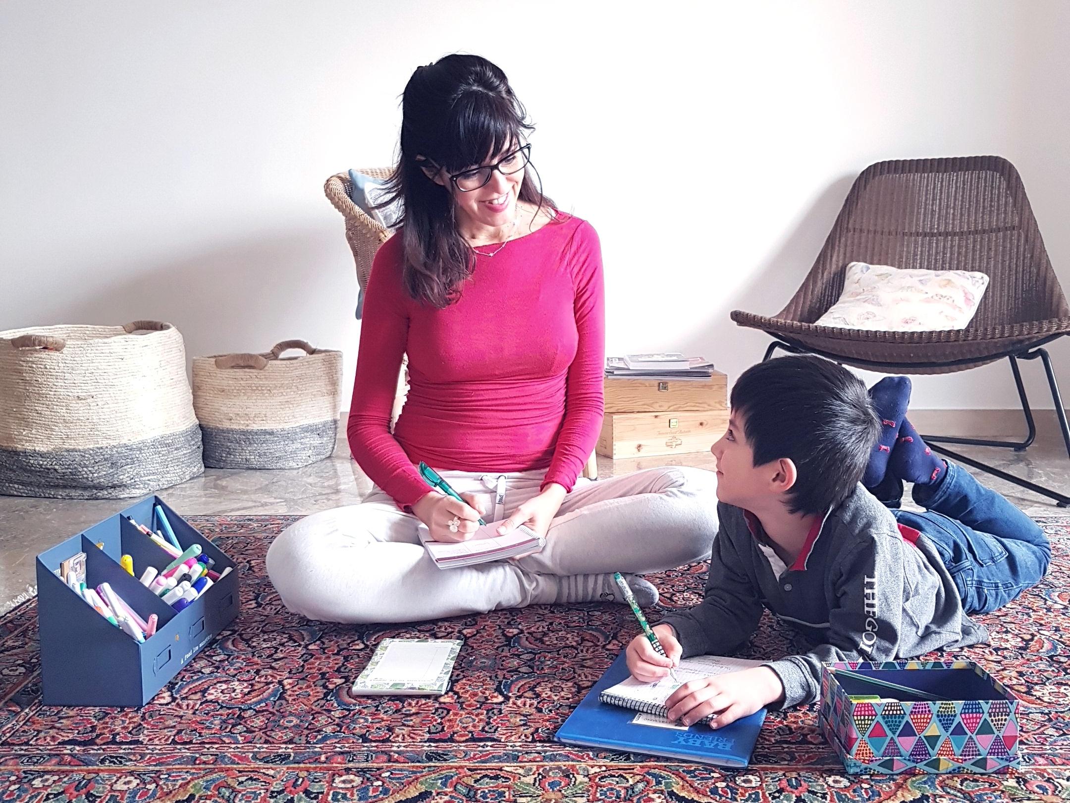 Studiare con i bambini: 3 strategie che ti semplificano le giornate