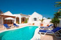 De Carrida pool and villa