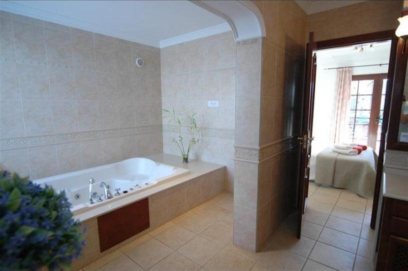 Villa Parque del Rey Bathroom
