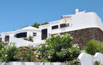 Villa exterior sunny FINAL 2014