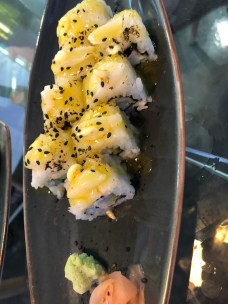 Maki with passion fruit sauce