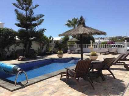 Villa Ani Lee Poolside area