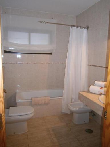 Dos Estrellas bathroom
