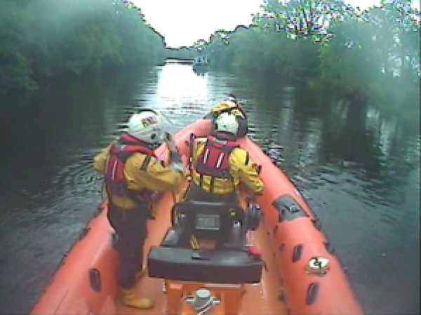 Lough Derg RNLI Assist 4 People After Boat Ran Aground