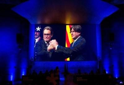 Carles Puigdemont afirma que podría gobernar Cataluña desde el exilio