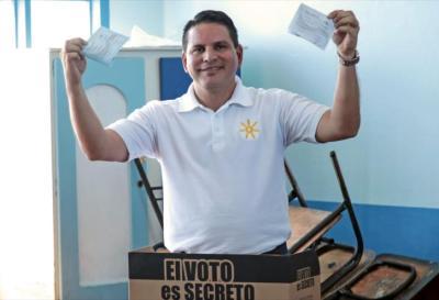 Costa Rica a segunda vuelta presidencial con dos candidatos atípicos