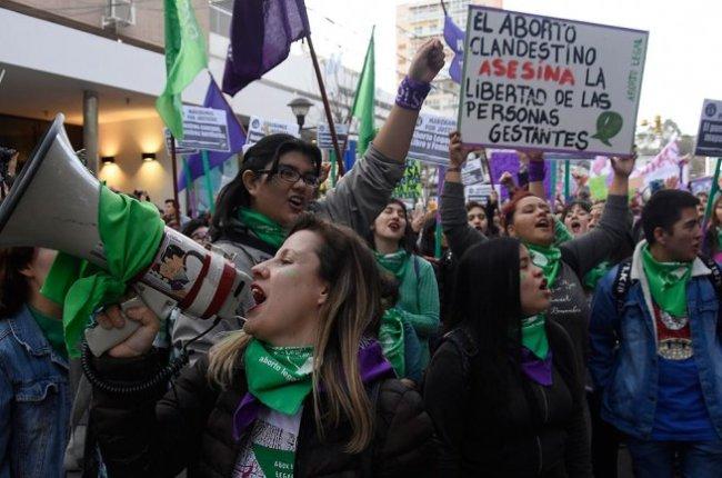 vigilia-en-argentina-a-horas-de-la-historica-sesion-por-la-despenalizacion-del-aborto