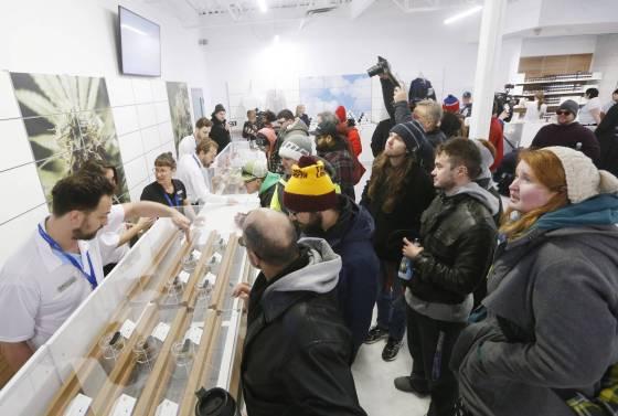 como-fue-el-primer-dia-de-la-despenalizacion-del-cannabis-en-canada