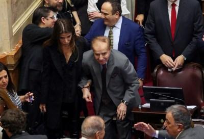 Absolvieron al ex presidente argentino Carlos Menem por tráfico de armas