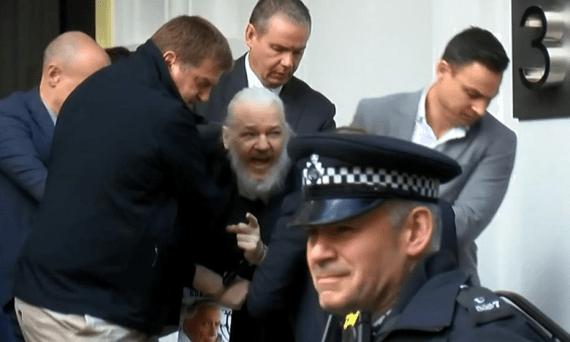 detuvieron-a-julian-assange-en-londres