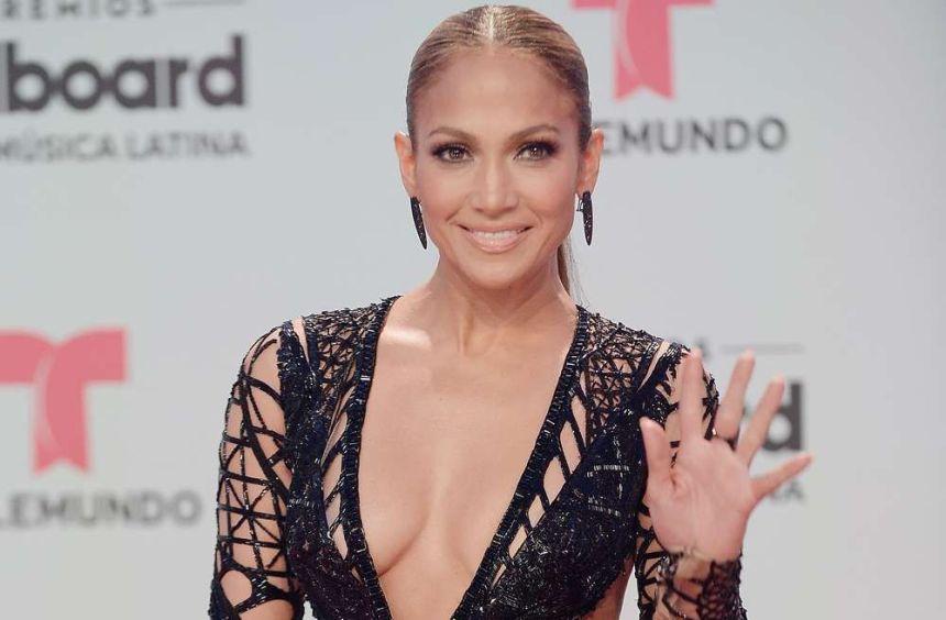 "jenniferlopez jlo premiosbillboard2017 telemundo 1 1 - Jennifer López lanza un nuevo reto de baile en honor al regreso de su programa ""World Of Dance Again"""