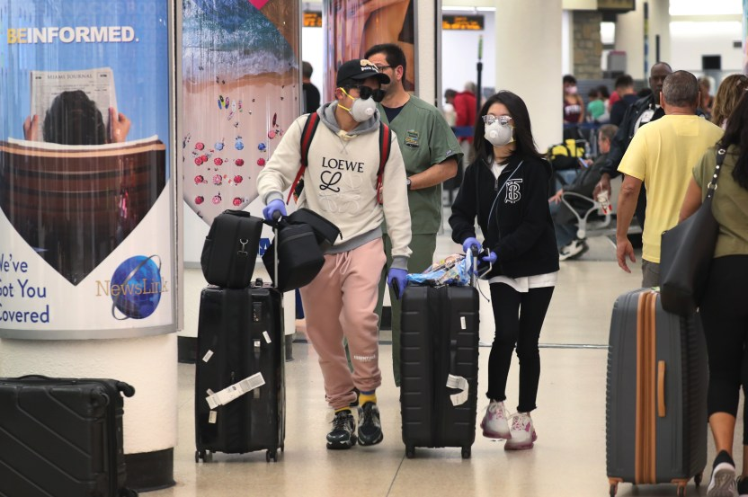 GettyImages 1212597625 - Más de 50 empleados del aeropuerto de Miami tienen coronavirus: la mayoría están en los controles de seguridad
